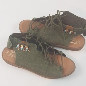 Tom's sandals native youth 3